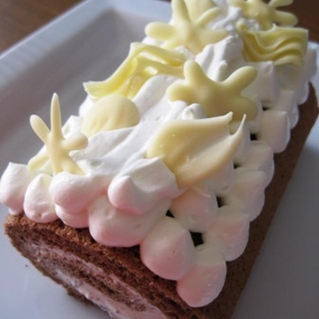 ロールケーキにデコ