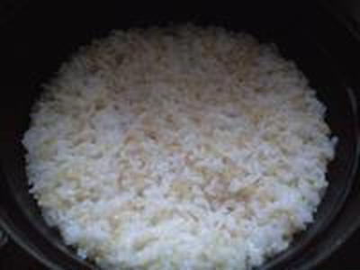 湯立てで白米(671)。。。茨城県産 奥久慈の棚田のコシヒカリ特別栽培米うまかっぺJA茨城みどり玄米(あいざわ米店)さて何でしょ???コシヒカリ白米(あいざわ米店)