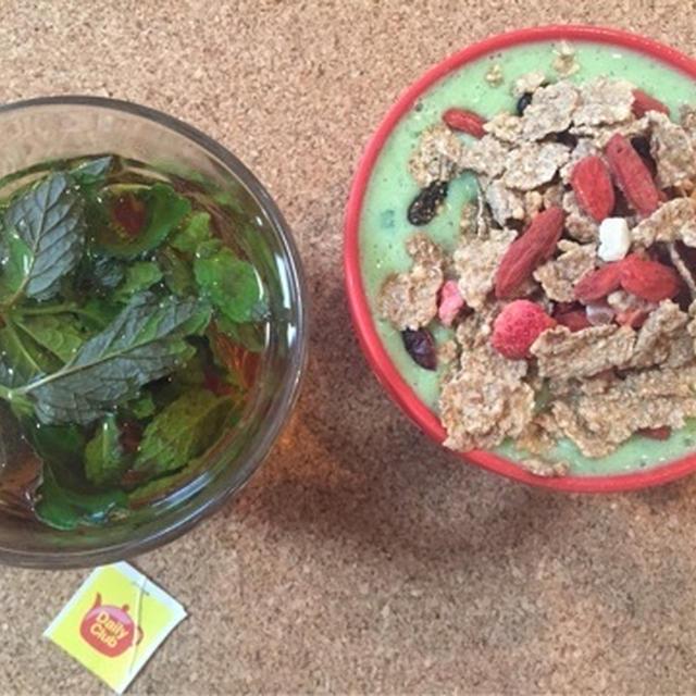 オールブランでちょい足し朝食が腸活によろし♪グリーンスムージーとミントティ