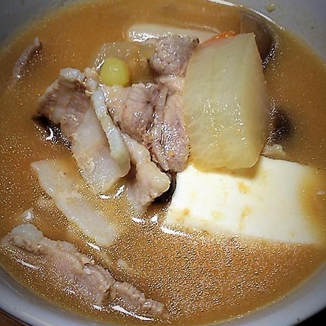 <野菜たっぷりの豚汁>