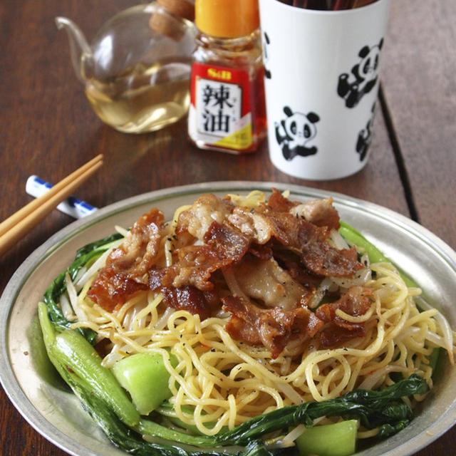 【塩焼きそばレシピ】簡単ガッツリ!「豚バラ肉と青梗菜の塩焼きそば」