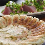 焼き色薄くてもおいしい餃子の晩ごはんと定番カレー風味の粉ふきかぼちゃ。
