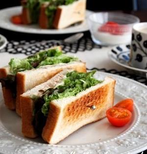 朝ごパン始め〜ツナチーズのホットサンド〜