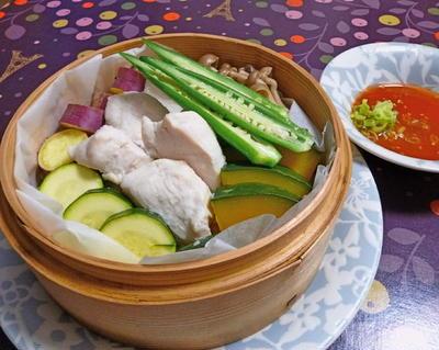 蒸篭で蒸し鶏・蒸し野菜