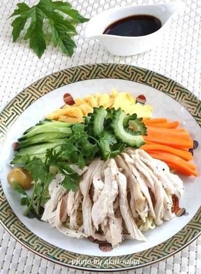 ゴーヤと蒸し鶏の冷やし中華