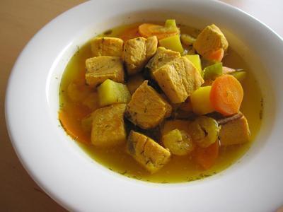 サフラン風味のサーモンスープ