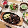 """なんちゃって""""サイコロステーキ""""&コブサラダの晩ご飯 と ビタミンカラーの花♪"""