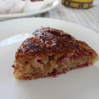 焼きっぱなしの素朴な苺ケーキ