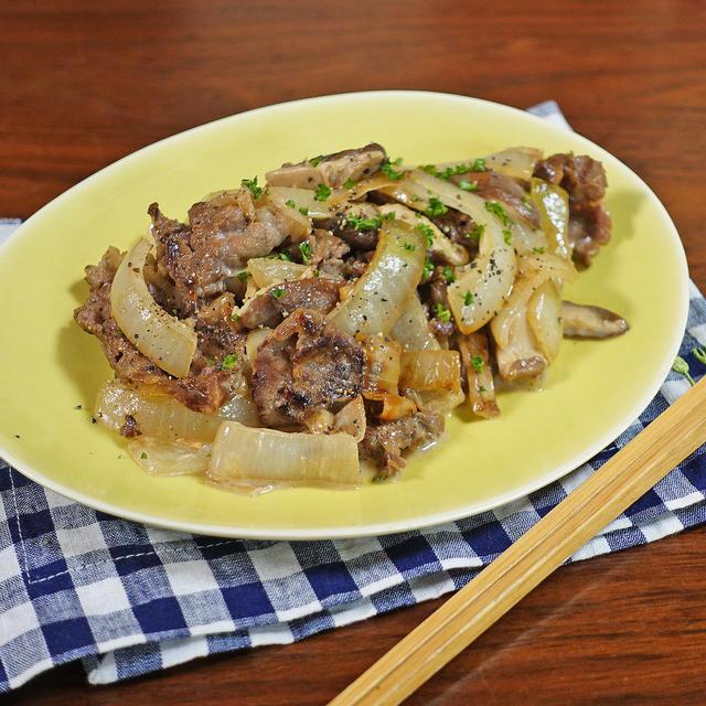 簡単6分!まろやかな酸味にコク旨の牛肉と玉ねぎのオイマヨ炒め