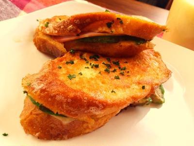 朝ごはん 『アボカド・チーズ・ハムのフレンチトースト』
