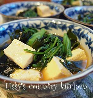 春菊香る豆腐とわかめのめんつゆ煮