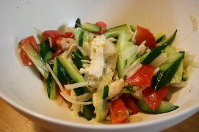 チーズと野菜のサラダ