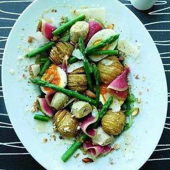 ハッセルバックポテトとアスパラガス 半熟卵のサラダ