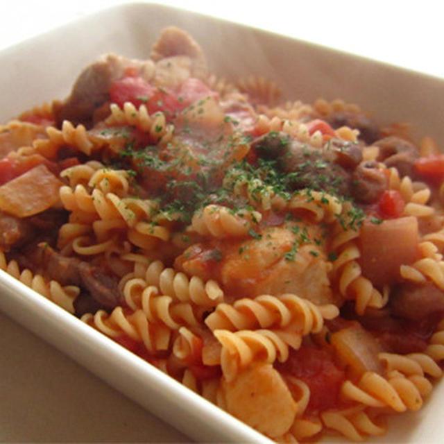 うずら豆とチキンのトマトソースパスタ