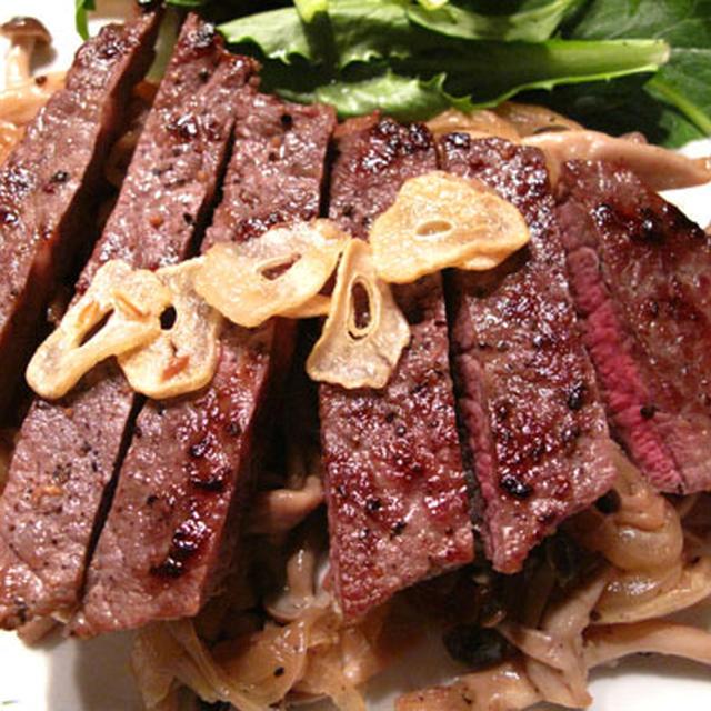 シャリアピン風ステーキ、新じゃがのディルソース、焼き野菜味噌ワインバルサミコソース