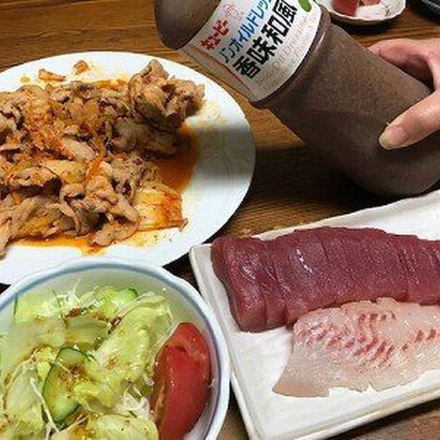 豚キムチとマグロの刺身とドレッシング。茄子のトマトソースパスタ