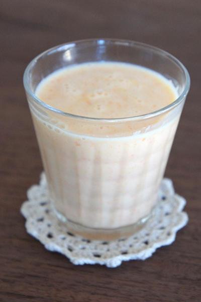 にんじん+オレンジ+レモン+はちみつ+ヨーグルトのフレッシュジュース