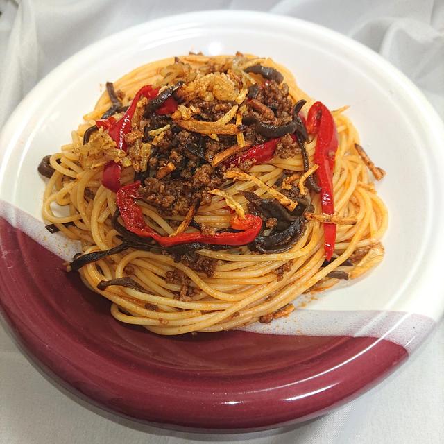 こりこりきくらげとミンチとピーマンのケチャウスターミートスパゲッティ