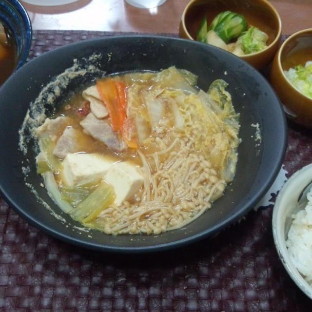 【献立】ピリ辛朴葉味噌鍋、聖護院大根と里芋の煮物、白菜・聖護院大根・きゅうりのお漬物