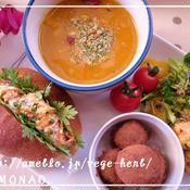 コチュジャンマヨ和え人参サラダのロールパンサンド&具だくさんタンドリースープ(^^)