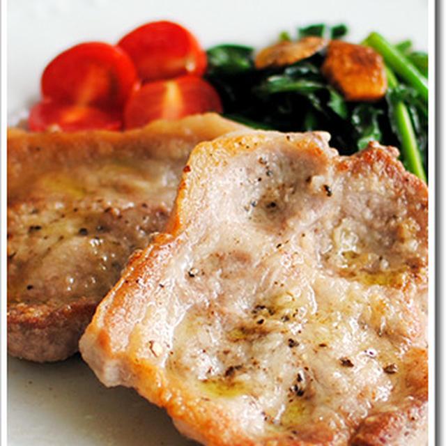 豚肉のソテーにほうれん草のアーリオオーリオを添えて