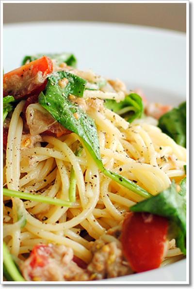 ツナとアンチョビ、ルーコラ、ミニトマトとタスマニア産大粒マスタードの冷製スパゲッティーニ