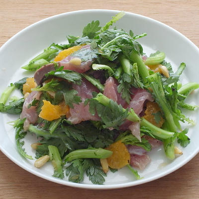 ブリ、オレンジ、春菊のサラダ