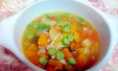 8種類の具材入り、野菜たっぷりスープ♪
