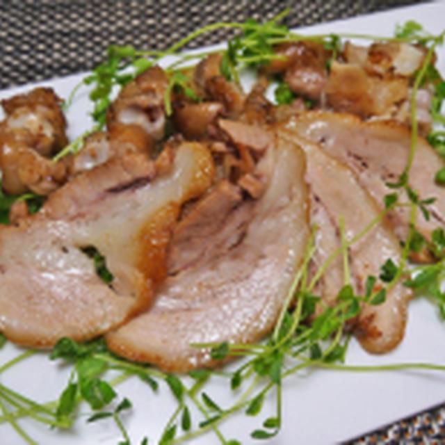 味付豚足やじろべーさんの焼き豚足