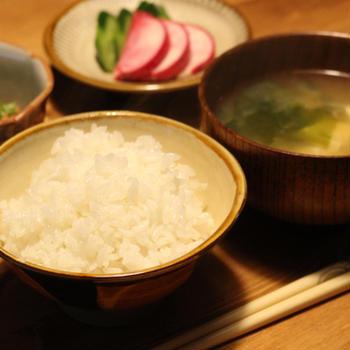 漬物と納豆と味噌汁で朝ごはん