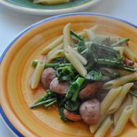 スモークブラッツと春野菜のペンネ