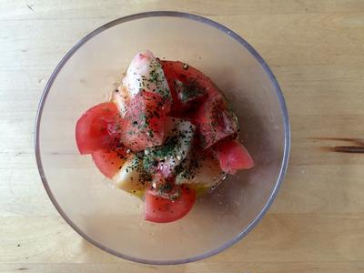桃とトマトのサラダ × 大阪の甲州