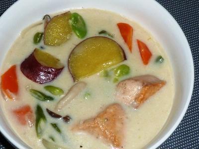 生秋鮭とさつまいものシチュー・オン・鯛めしとトマトクリームシチュー