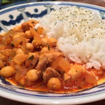 鶏肉とひよこ豆のトマト鍋カレー