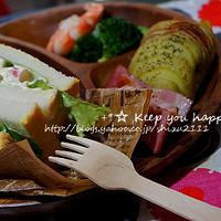 +*新じゃがの簡単ハッセルバックポテトと新玉ねぎの海老ブロサンドイッチ+*