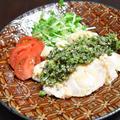 サラダチキンの黒ごま入り椒麻ソース。花椒がピリッと効いたさっぱりおつまみ。