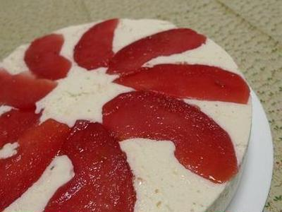 『真っ赤な煮りんご』とレアチーズ