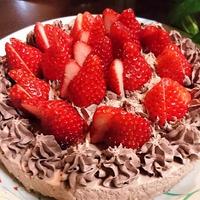【レシピ】イチゴた~っぷり★ブラック×ブラック・レアチーズケーキ【バレンタインにも★誕生日にも】