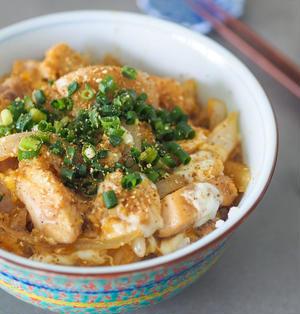 調味料はすき焼きのタレのみ☆フライパン1つで作る簡単親子丼