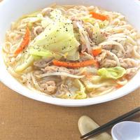 旨みたっぷりスープに野菜200gで満腹!がっつり肉うどん。