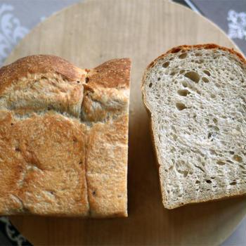 マルチシリアル入り山食パン