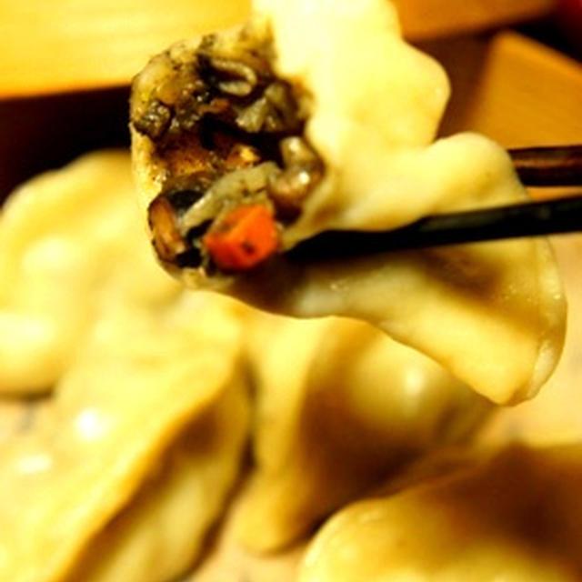 簡単おうちベジ飲茶、黒豆黒胡麻坦々蒸し餃子とエイヒレでなんちゃってフカヒレ煮込みの美容食