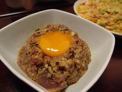 まぐろの味噌ごまスコ花椒ユッケ