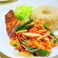 「スイートチリソースで和える野菜サラダ」
