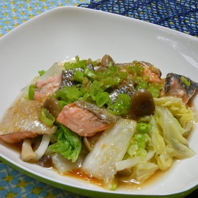 調理時間10分!パパっと出来てヘルシーごちそうサラダ、秋鮭としめじと白菜のレンジ蒸し。