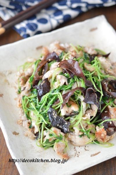 """「豚こまと豆苗の塩だれ炒め(黒きくらげ入り)」~再生した""""豆苗2号""""で作ったメイン料理だよ。"""