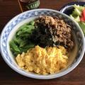 【お手軽】余った豚こまで作るフワフワ卵の四色丼【お弁当にもオススメ】