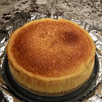 アニバーサリーディナーに想定外の展開——頼むから来ないで!?揺れるチーズケーキ