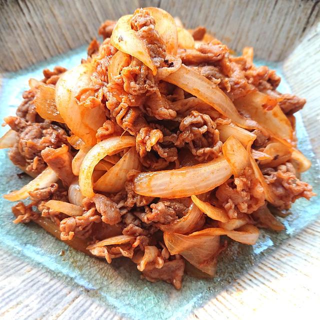 子供が喜ぶ豚こまと新玉ねぎのケチャップ炒め、豚こま使いで節約=助っ人レシピ