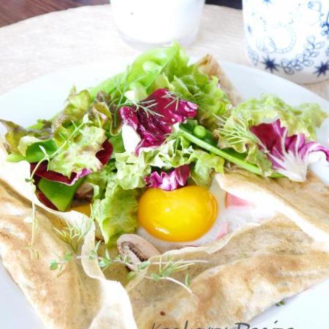 休日の朝ご飯 『うちのガレット(そば粉のクレープ) 春野菜サラダ添え』